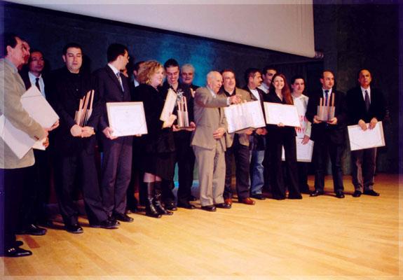 Foto de família als Premis Ràdio Associació 2002 celebrats a l'Auditori Winterthur de Barcelona el 28 de març del 2003