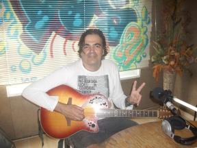 """Jordi Sandalinas fent un repàs de la seva carrera musical i presentant el seu últim treball """"22 Strings - The invisible EP"""""""